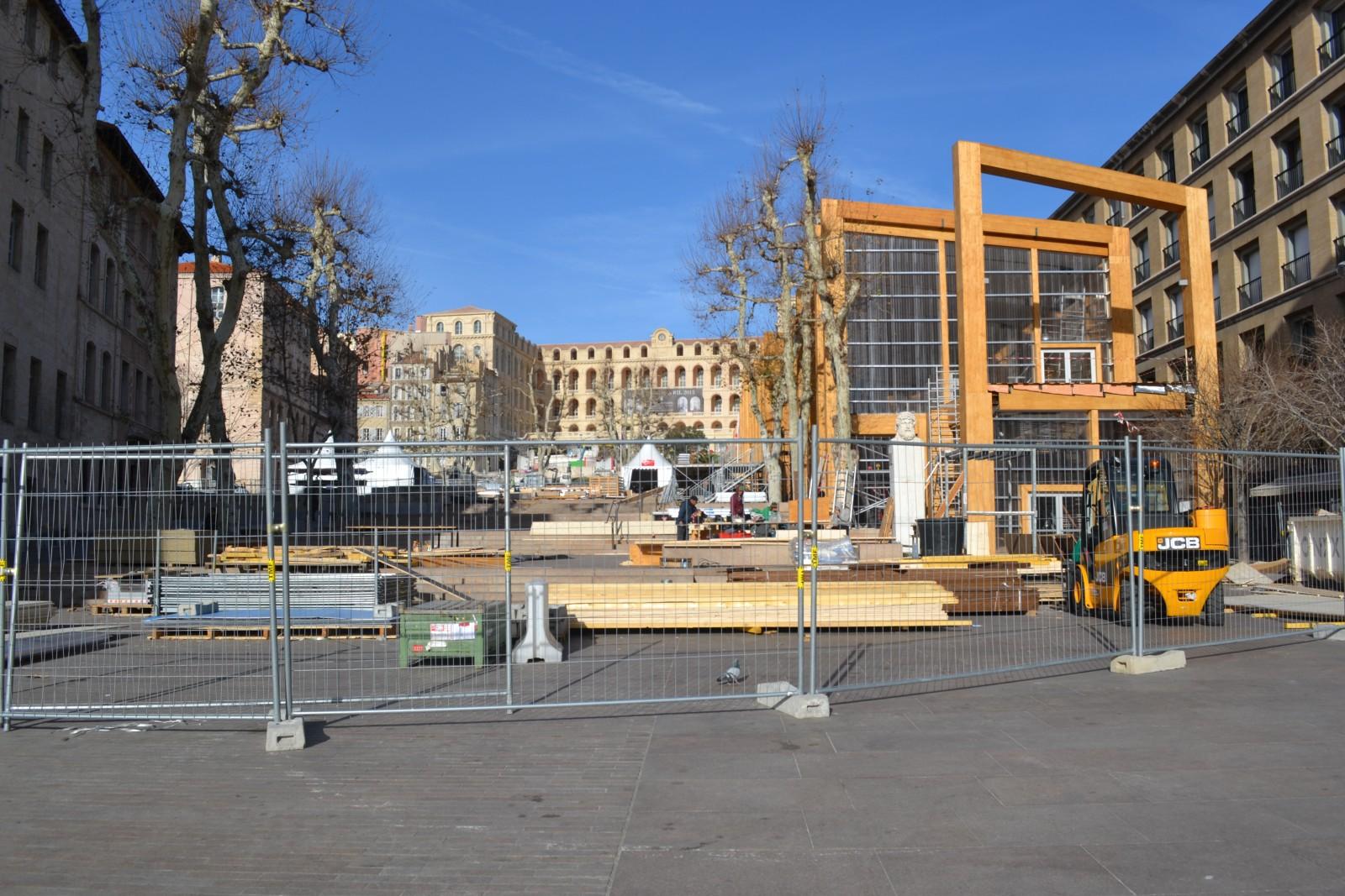 Vue globale de la Place Villeneuve Bargemon. Le 28 décembre 2012  ©MD