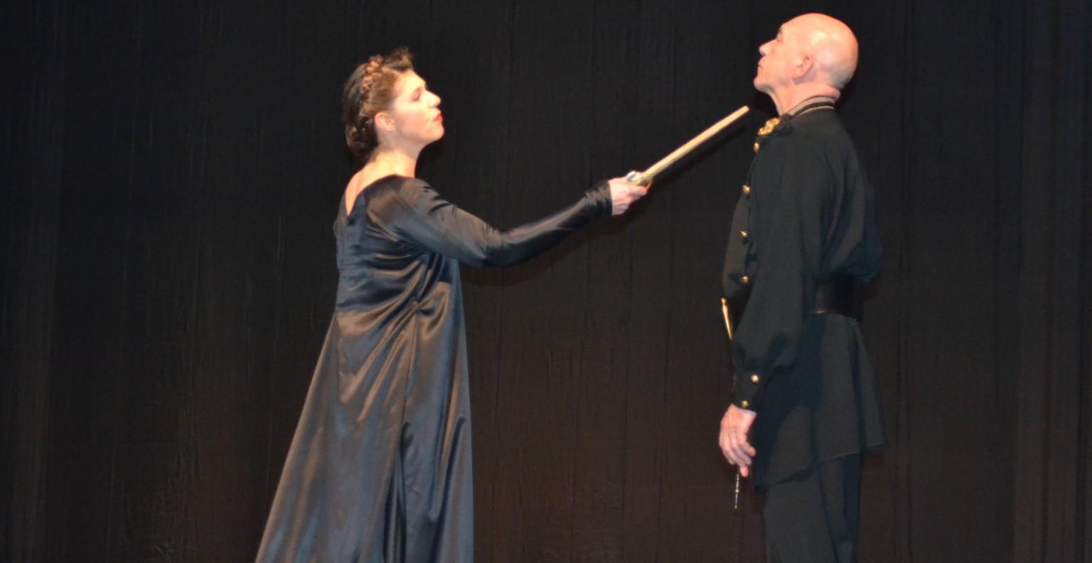 Macbeth et Lady Macbeth dans la scène du poignard scellent leur macabre destin. ©MD