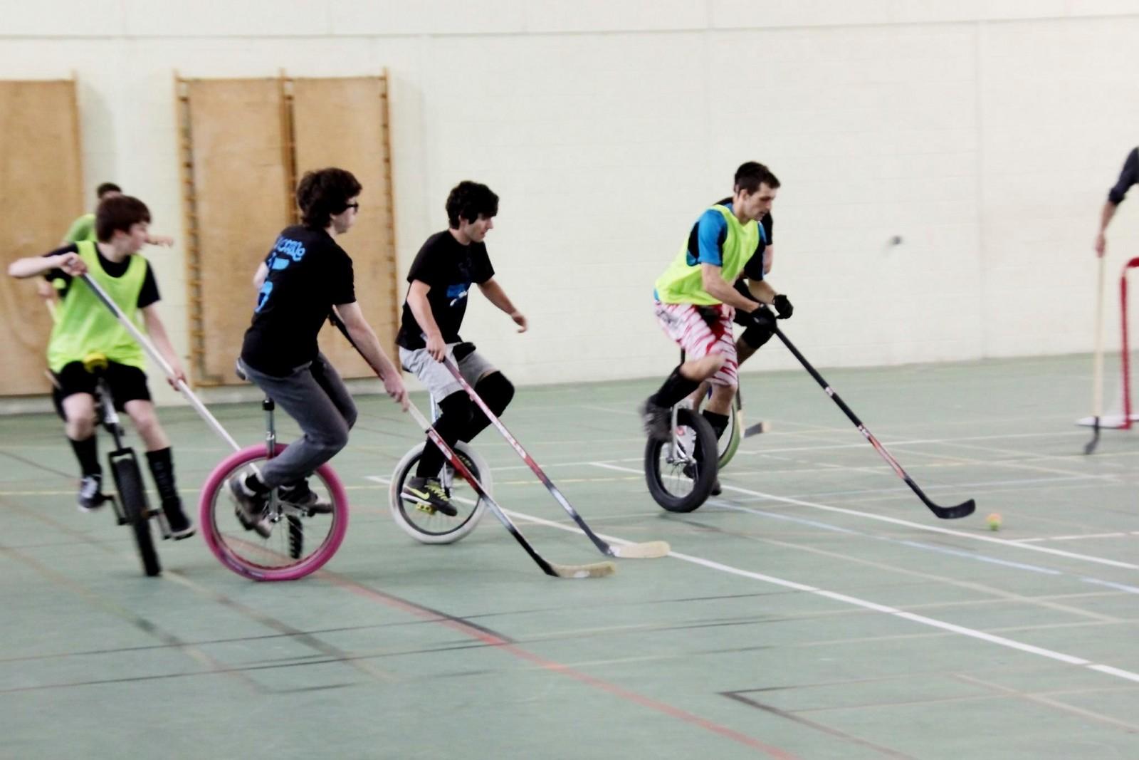 L'équipe de hockey sur monocycle de Monopoz ©DR