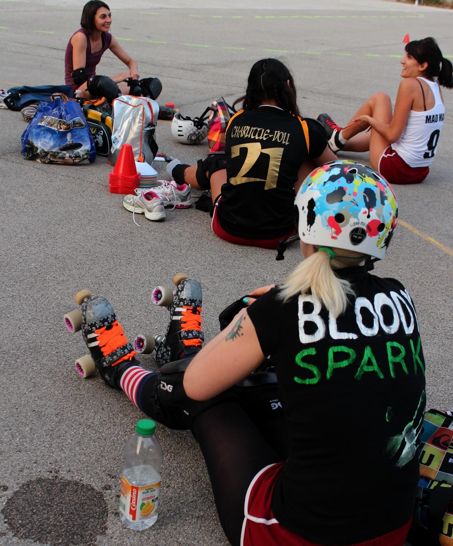 Jessie, la présidente de l'association Roller Derby Aix, alias Bloody Spark sur la piste.  ©AL
