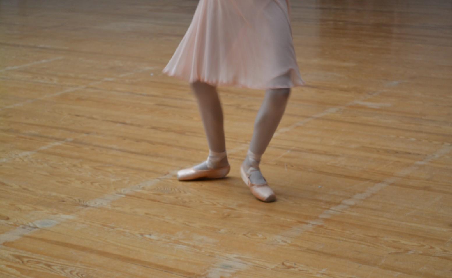 Les pieds d'une jeune danseuse. ©MD
