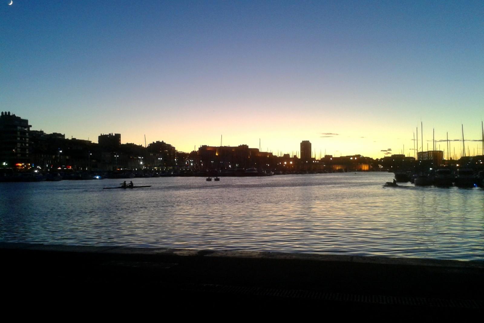 Le Vieux Port à la tombée de la nuit ©AL