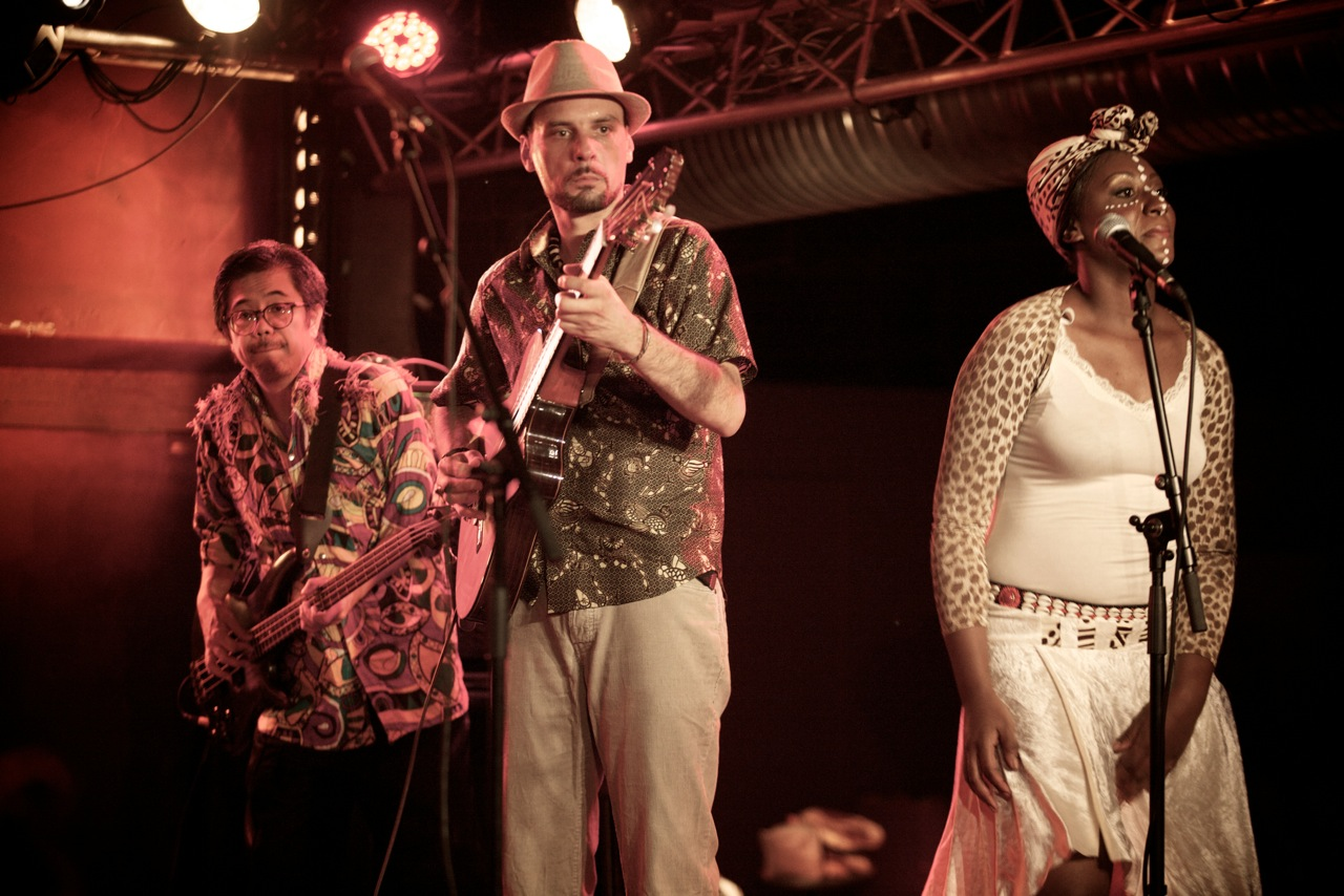 Paris-Kinshasa Express en concert, au centre Patrick Mundélé. ©Loïc Meignien