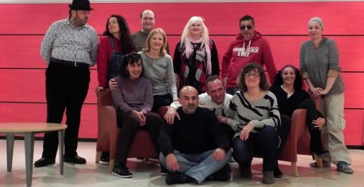 Quelques membres du groupe Big Biz'art  accompagnés du personnel soignant et de Laurent Lamotte, assis devant. ©DR