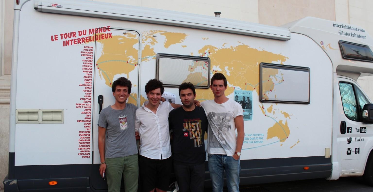 Samuel, Ismaël, Victor et Josselin au cours de leur passage à Marseille, en l'église Saint-Ferreol, le 19 juin 2014. ©AL