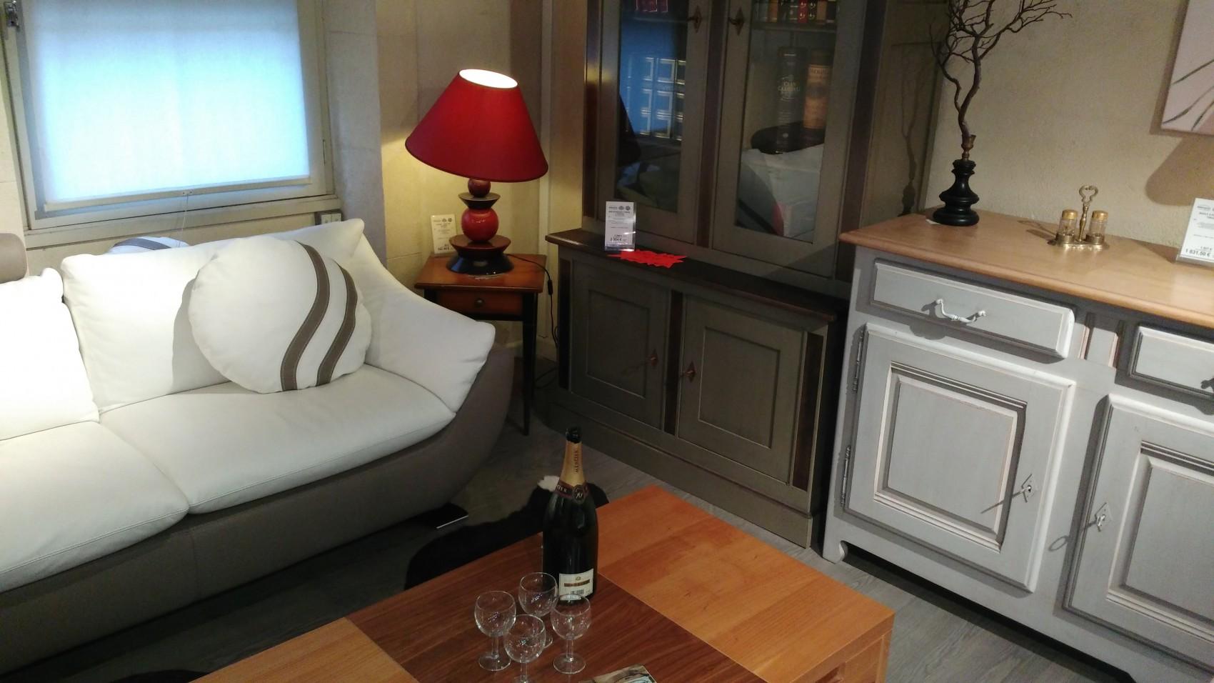 les confituriers d'époque doivent désormais cohabiter avec des tables design. ©CN