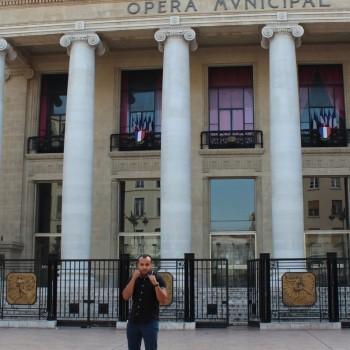 Naestro devant l'Opéra Municipal de Marseille.© AL