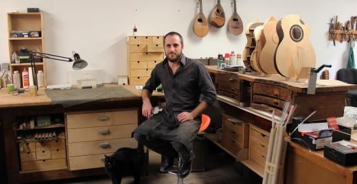 Yoann Charbonnier dans son atelier à Marseille. ©AL