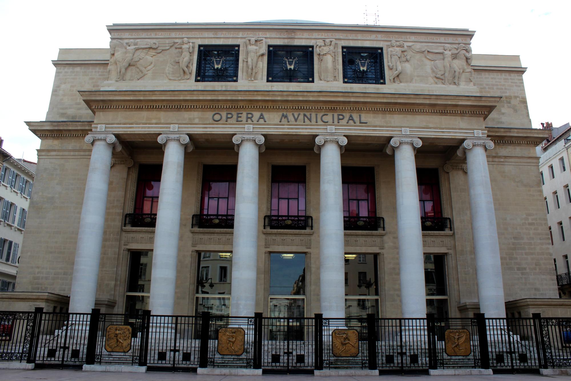 Chaque premier mercredi du mois rendez-vous avec Sirènes et midi net sur le Parvis de l'Opéra de Marseille. ©AL