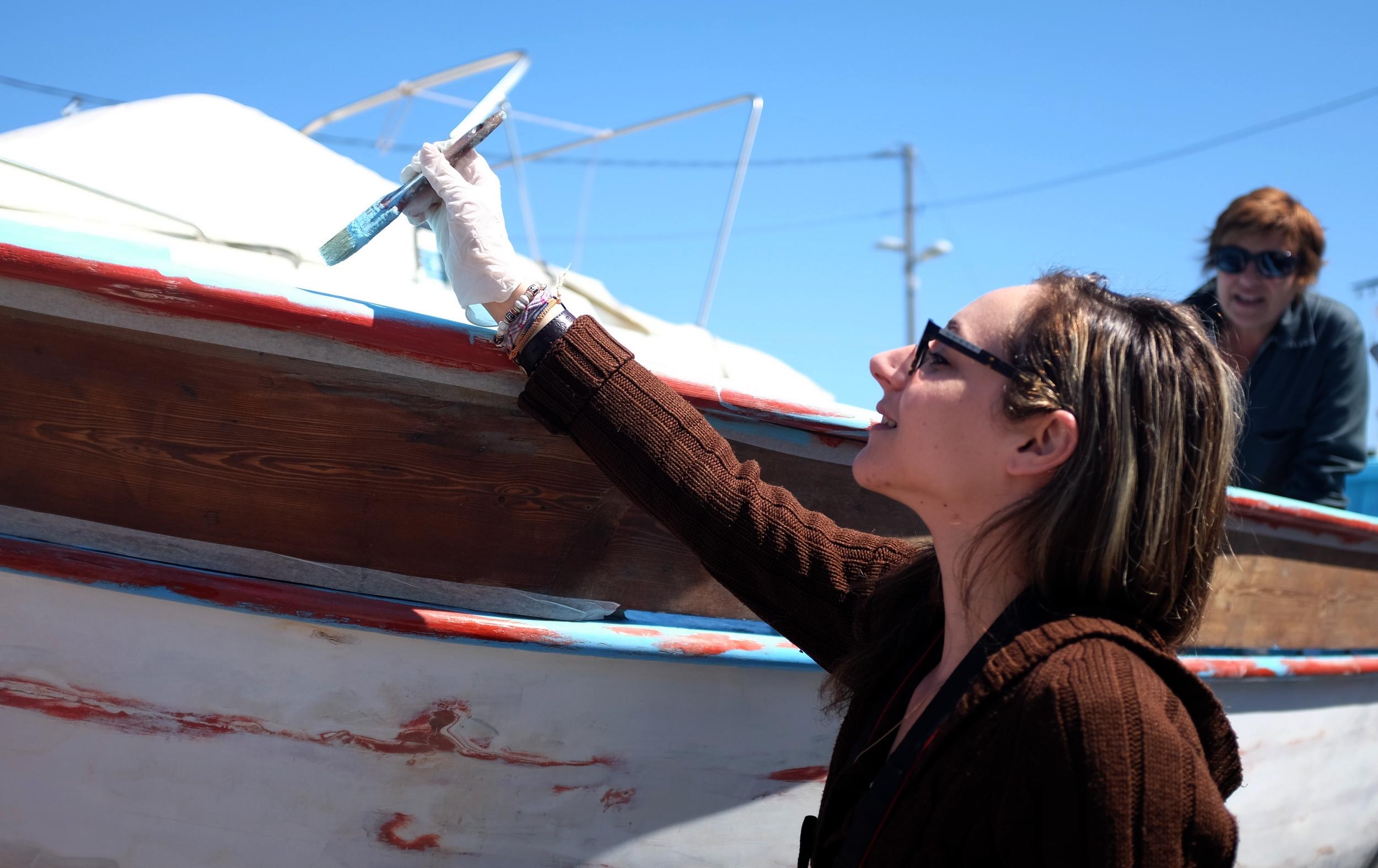 Un coup de main aux bénévoles de Boud'mer. ©Sabine Tostain