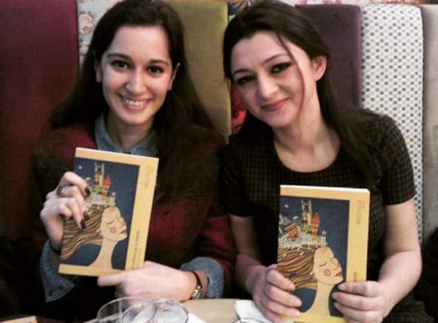Seray, l'auteure (à droite) et Duru, l'illustratrice de la couverture. ©DR