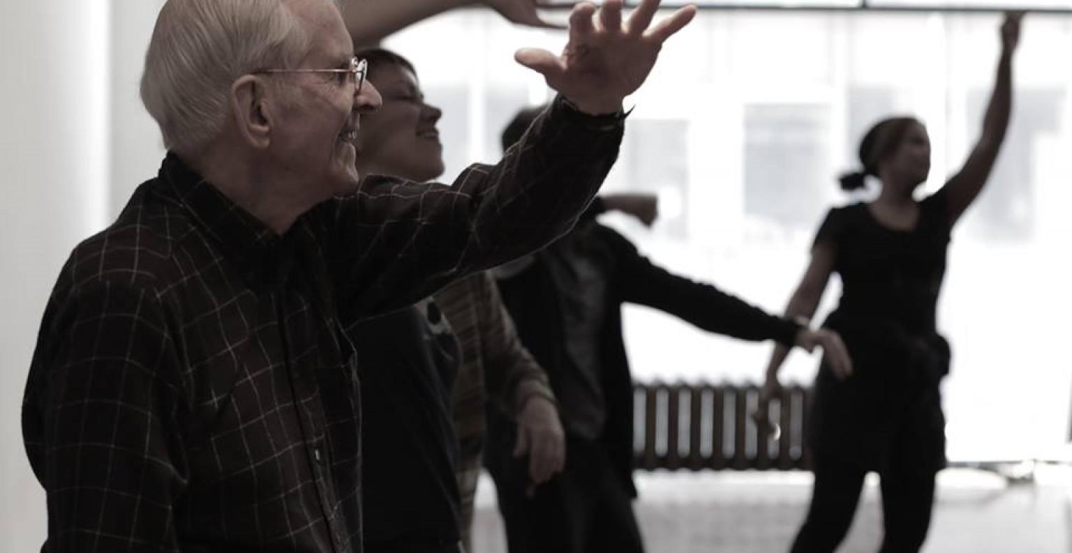 La danse libère les mouvements d'une personne atteinte de rigidité ou d'immobilité. ©PEM