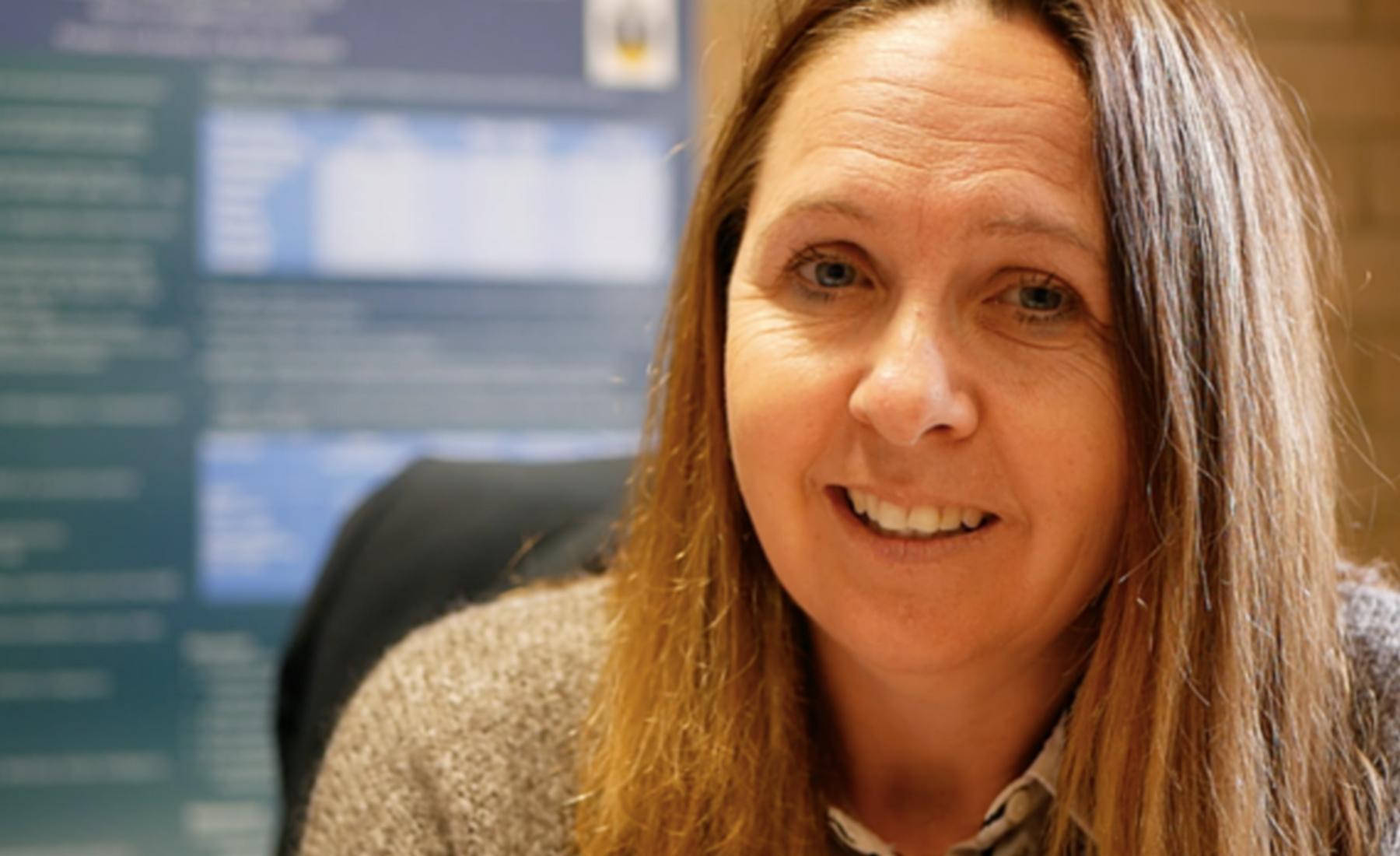 Robyn Young professeure à l'Université Flinders à Adélaïde (Australie) lui a présenté l'outil de diagnostic ADEC.  Elle a réduit les questionnaires pour qu'ils puissent être utilisés par tous les pédiatres afin d'automatiser les repérages. ©DR