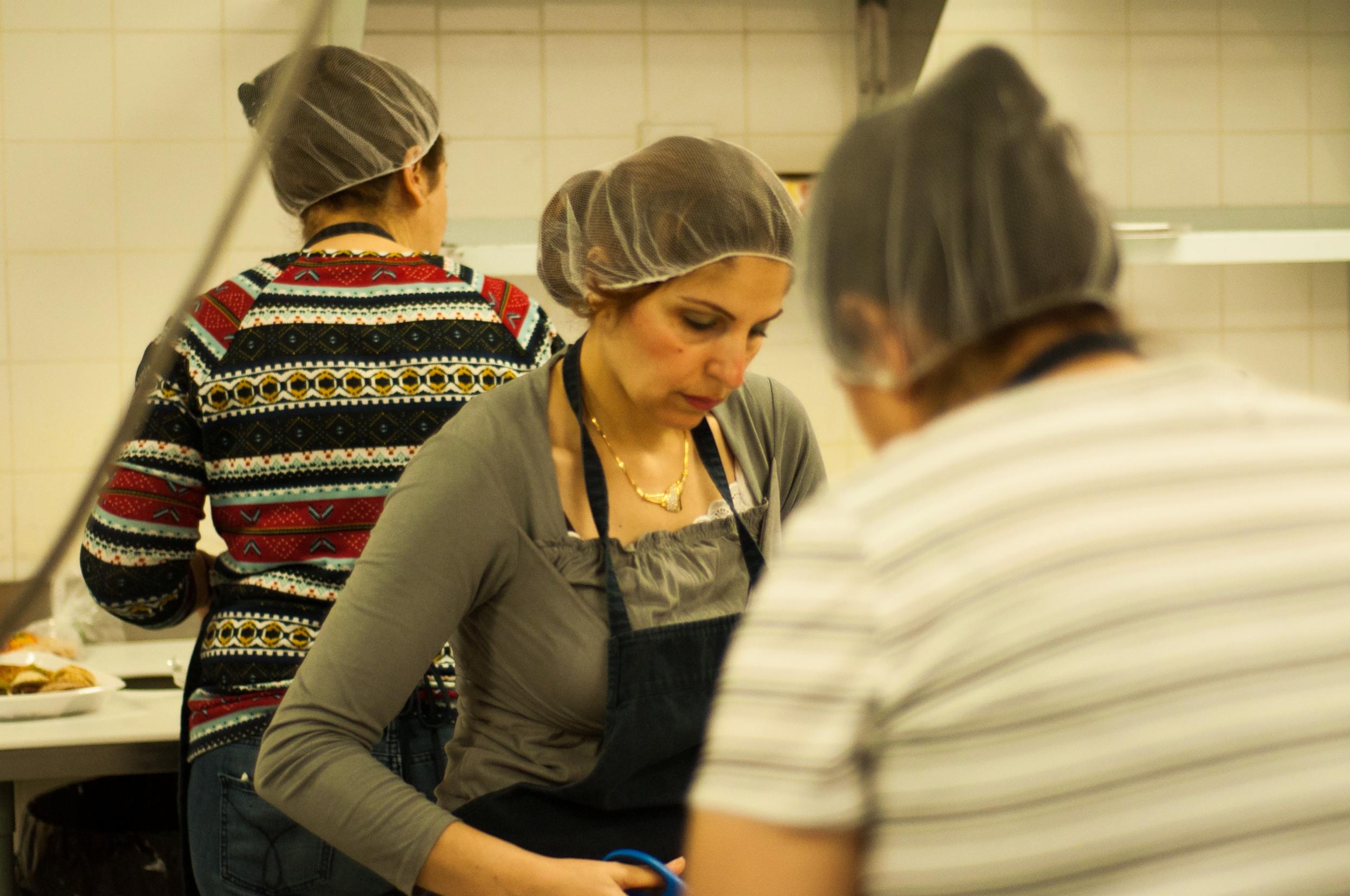 Aujourd'hui, 22 réfugiées syriennes travaillent pour Les Filles Fattoush. ©Inès Marandon