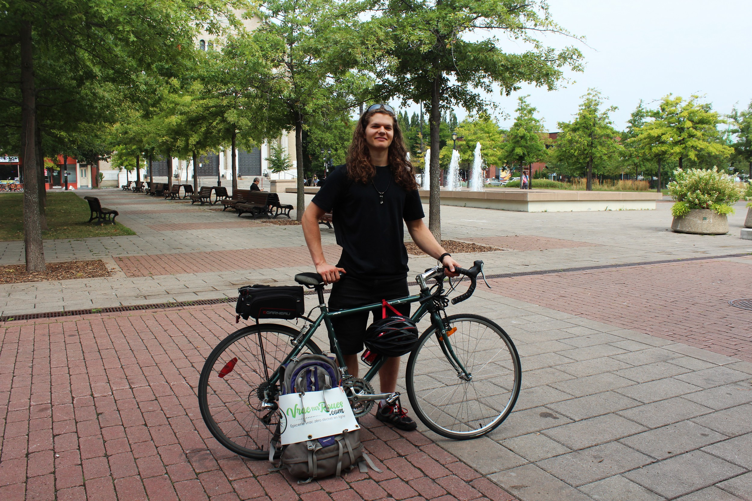 Simon livre quatre jours par semaine à Montréal et sur la Rive-Sud.  ©AL