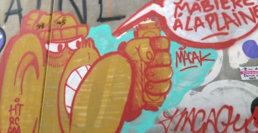 Tag situé sur les murs du chantier de la Plaine à Marseille. ©MD