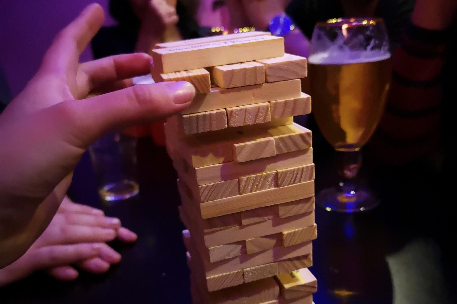 Le Jenga fait partie des jeux proposés durant la soirée. ©Pub Crawl Marseille