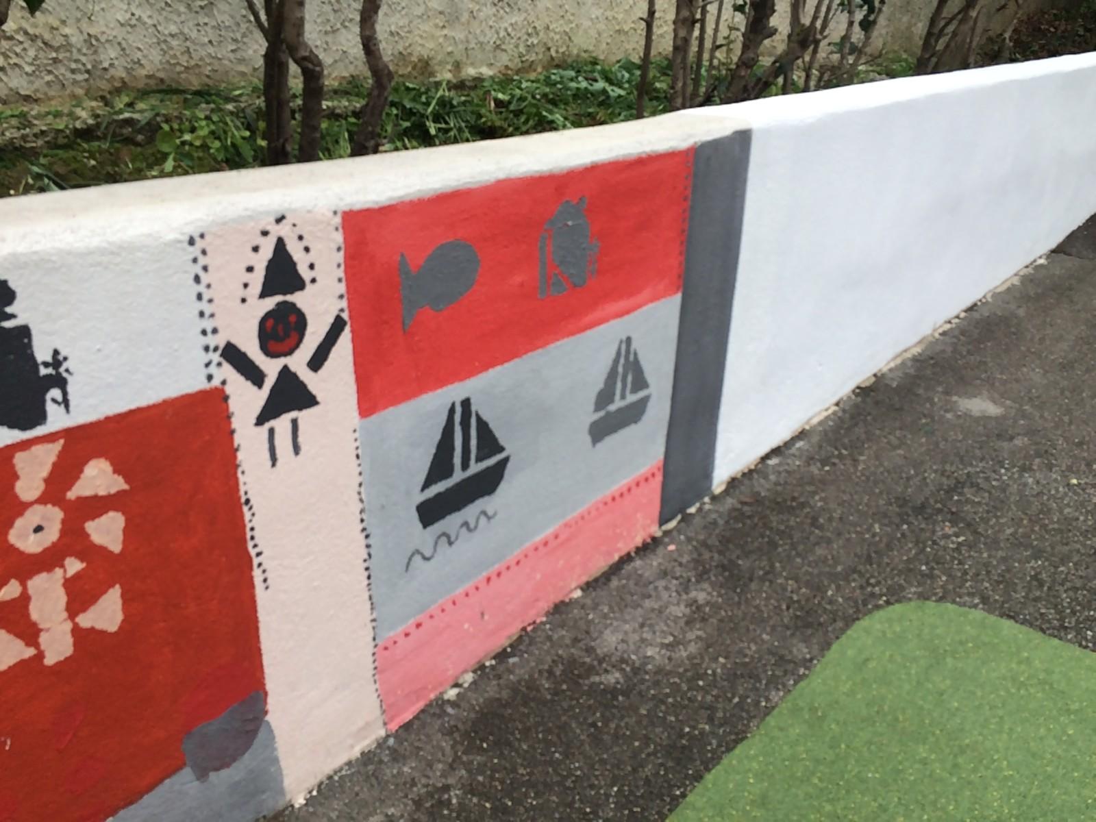 Le premier pan de mur a été réalisé par les élèves, le second le sera avec la collaboration de Kowse. ©MD