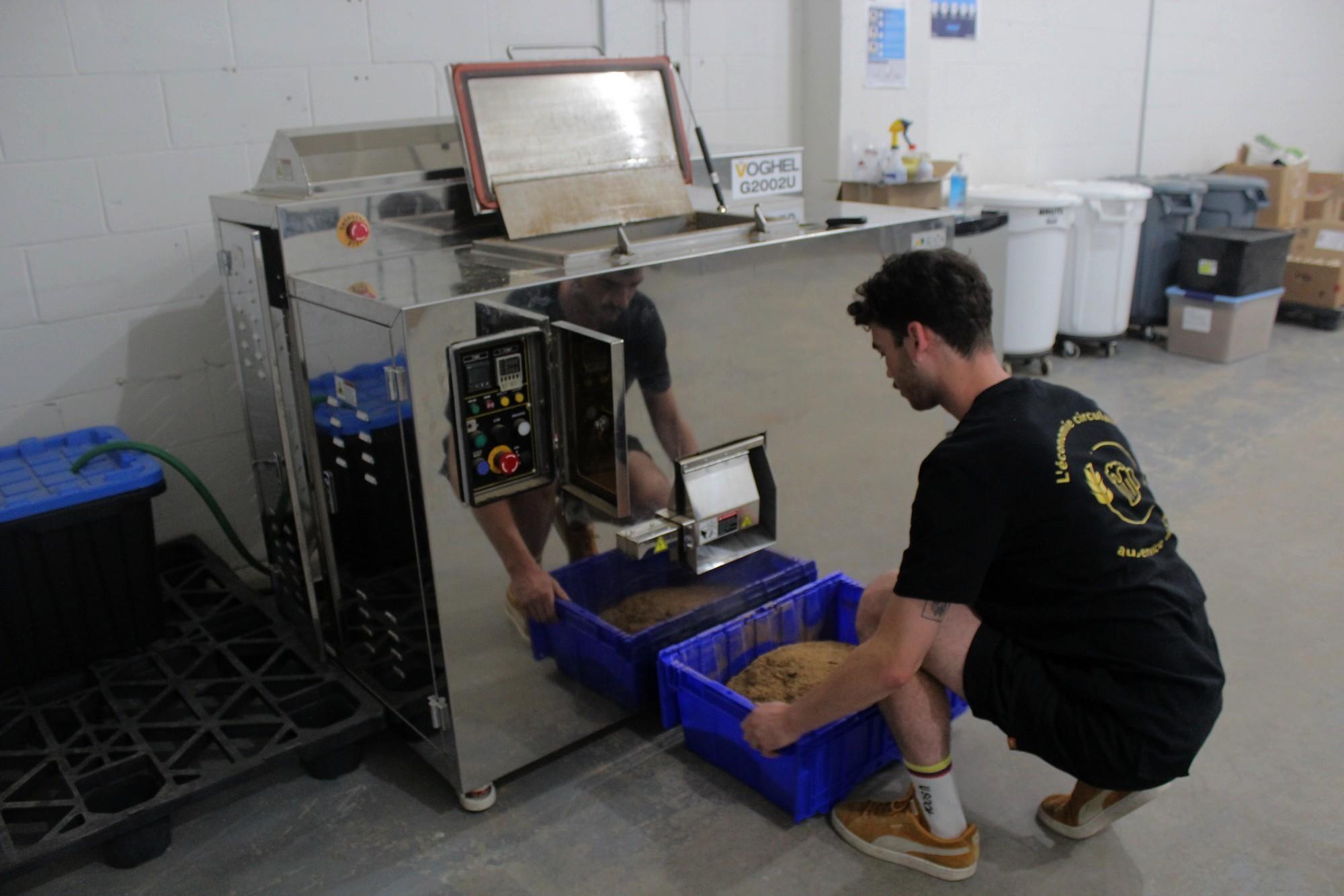 La machine de Boomerang peut gérer jusqu'à deux tonnes de drêches par mois. L'équipe compte en acheter une nouvelle qui a cinq fois cette capacité. ©AL