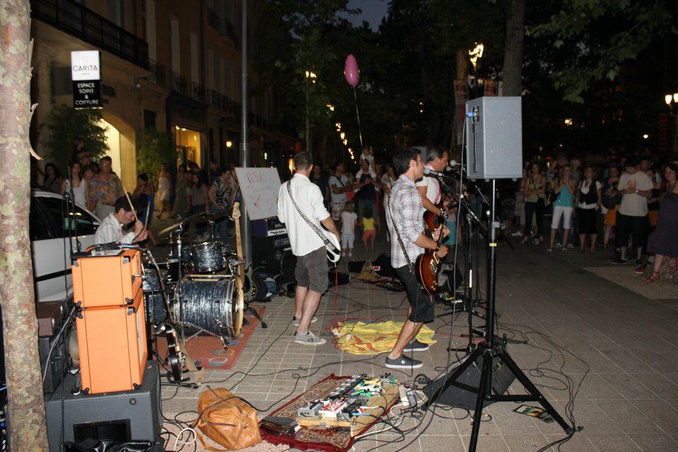 Le groupe Dirty Sound Klub à la fête de la musique sur le Cours Mirabeau à Aix.