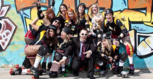 Quelques Amazones de l'équipe Roller Derby Aix, avec leur coach. ©DR
