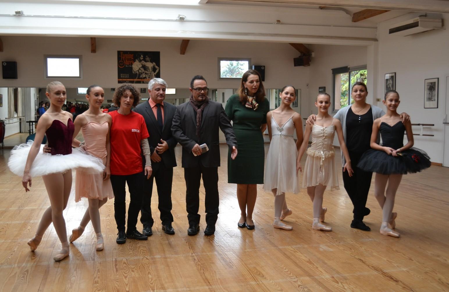 Elus, danseurs et professeurs de danse à l'issue de la répétition ©MD