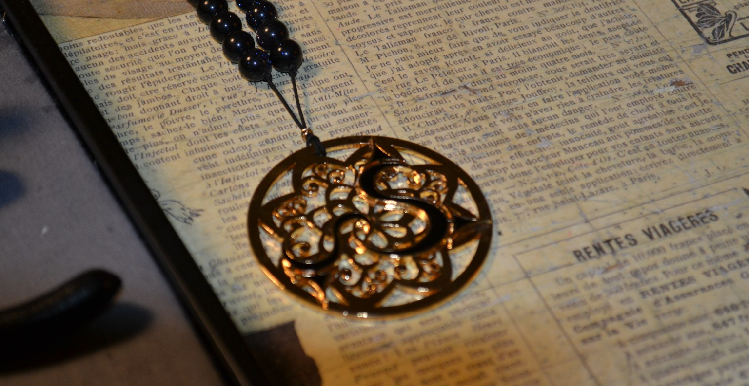 Modèle de sautoir de la collection de bijoux fantaisie Soltan.D ©MD