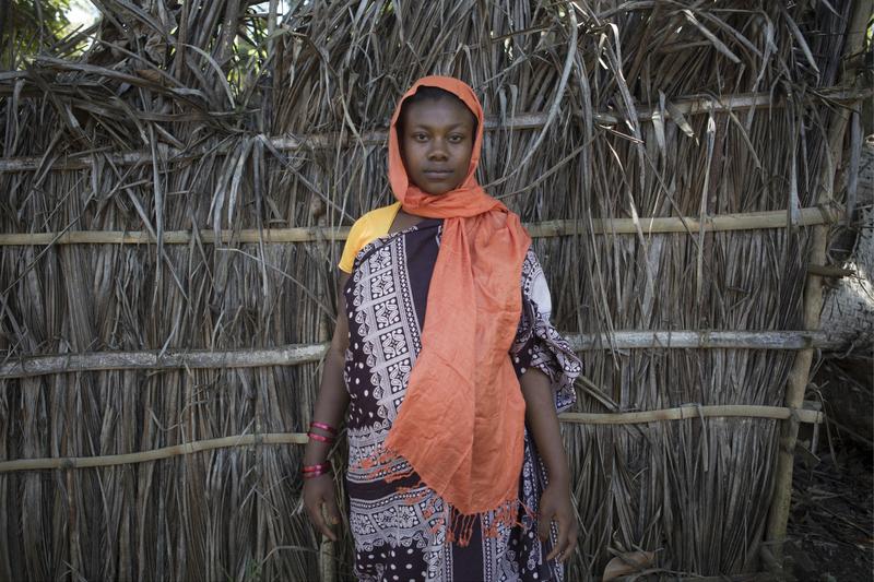 Farzeline Anli, 16 ans. Mariée de force au mari de sa sœur décédée pour que les enfants aient une mère. ©Martina Bacigalupo