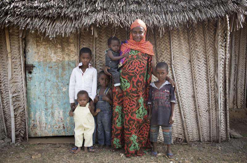 Mariée de force pour la 1ère fois à 11 ans et demi, Nina se retrouve à 25 ans seule et sans ressource avec 7 enfants. ©Martina Bacigalupo