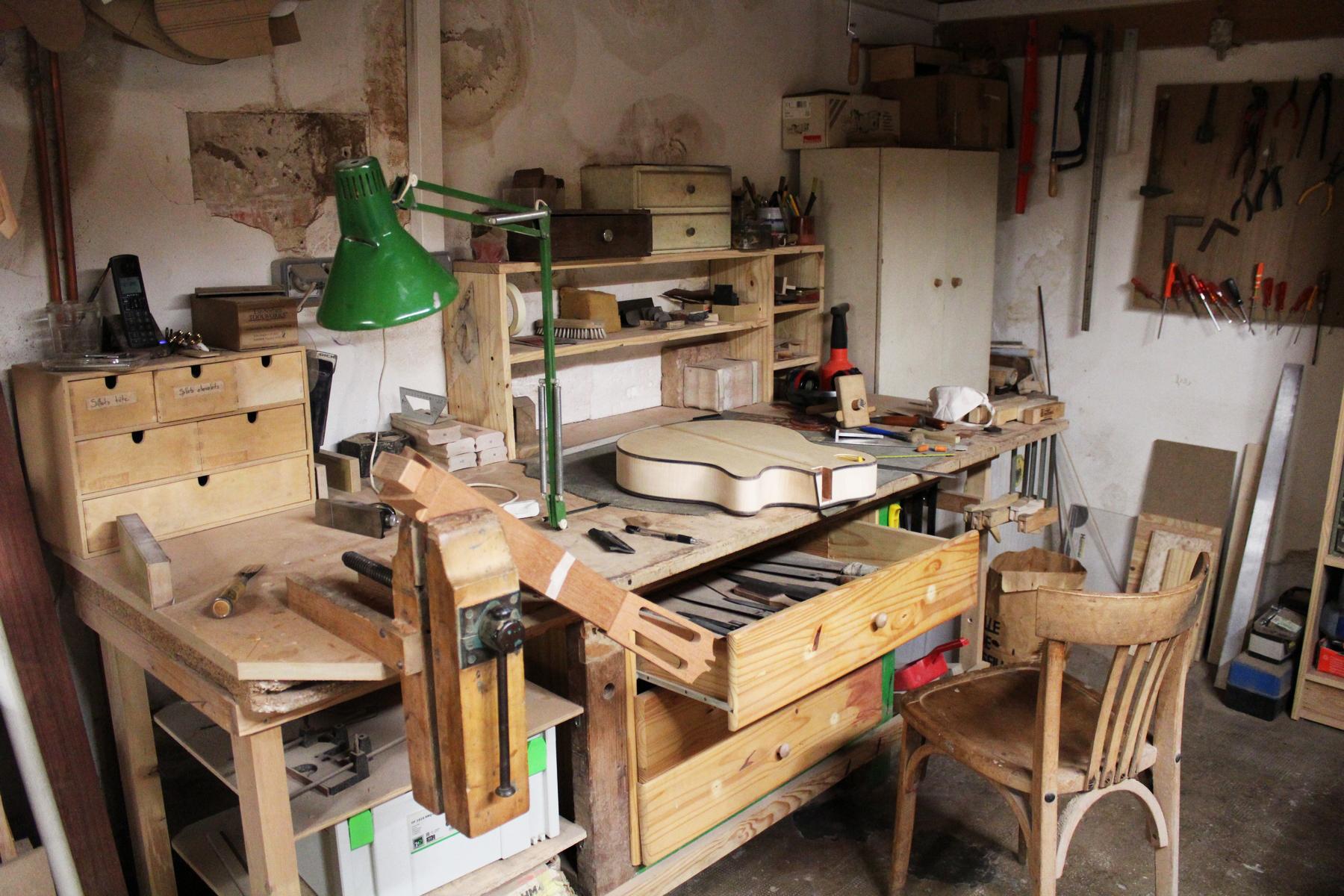 Espace dédié à la fabrication des instruments. ©AL
