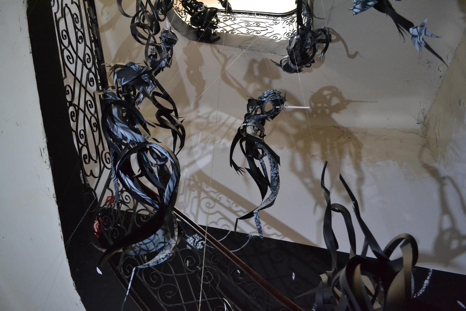La cage d'escalier du lycée investit par Matthieu Dagorn aka LapinThur. ©MD