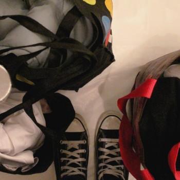 Les volontaires récoltent des dons de vêtements, des produits alimentaires et d'hygiène. ©AL