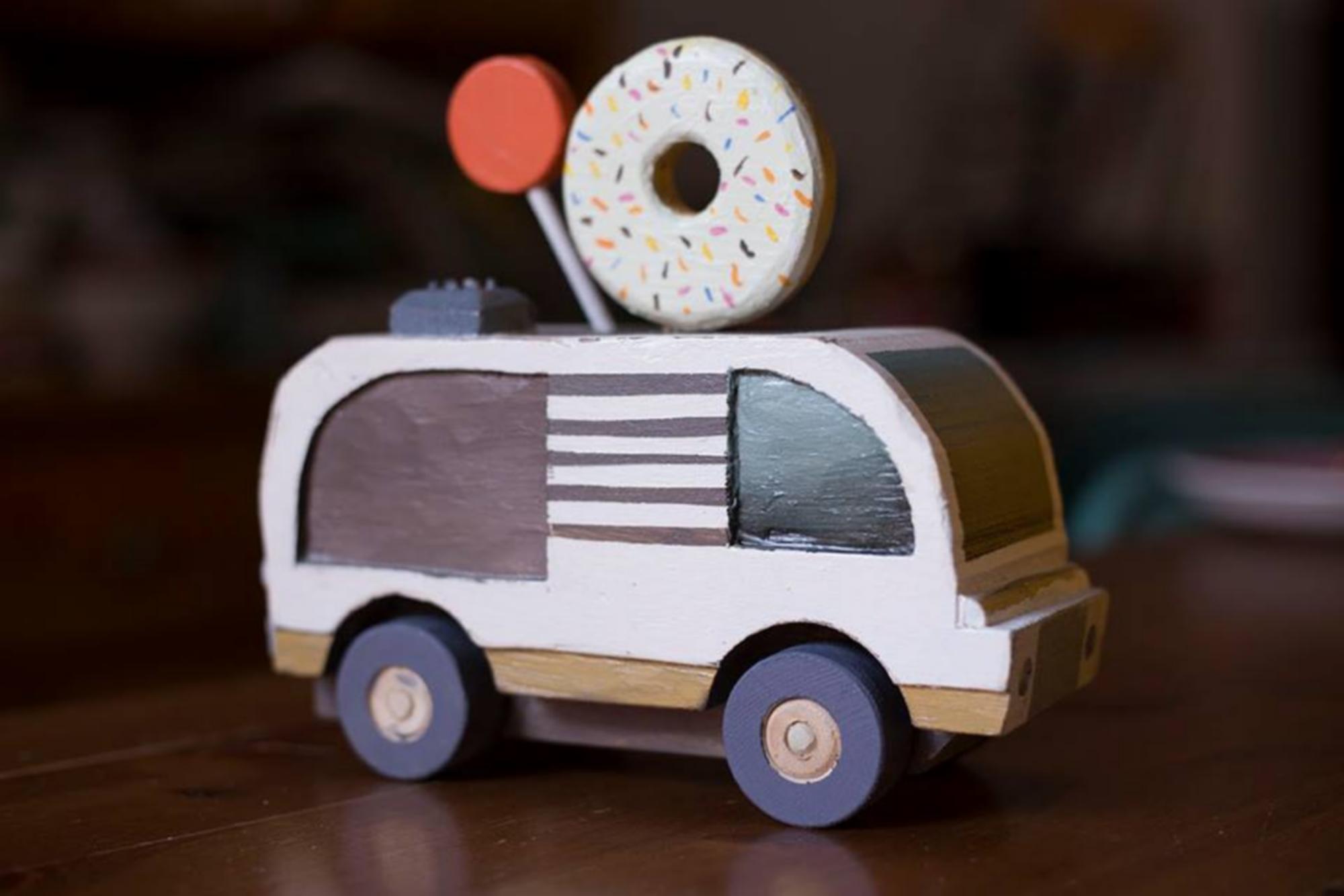 Les jouets sont essentiellement en vente dans les marchés locaux de créateurs. ©LaFrance