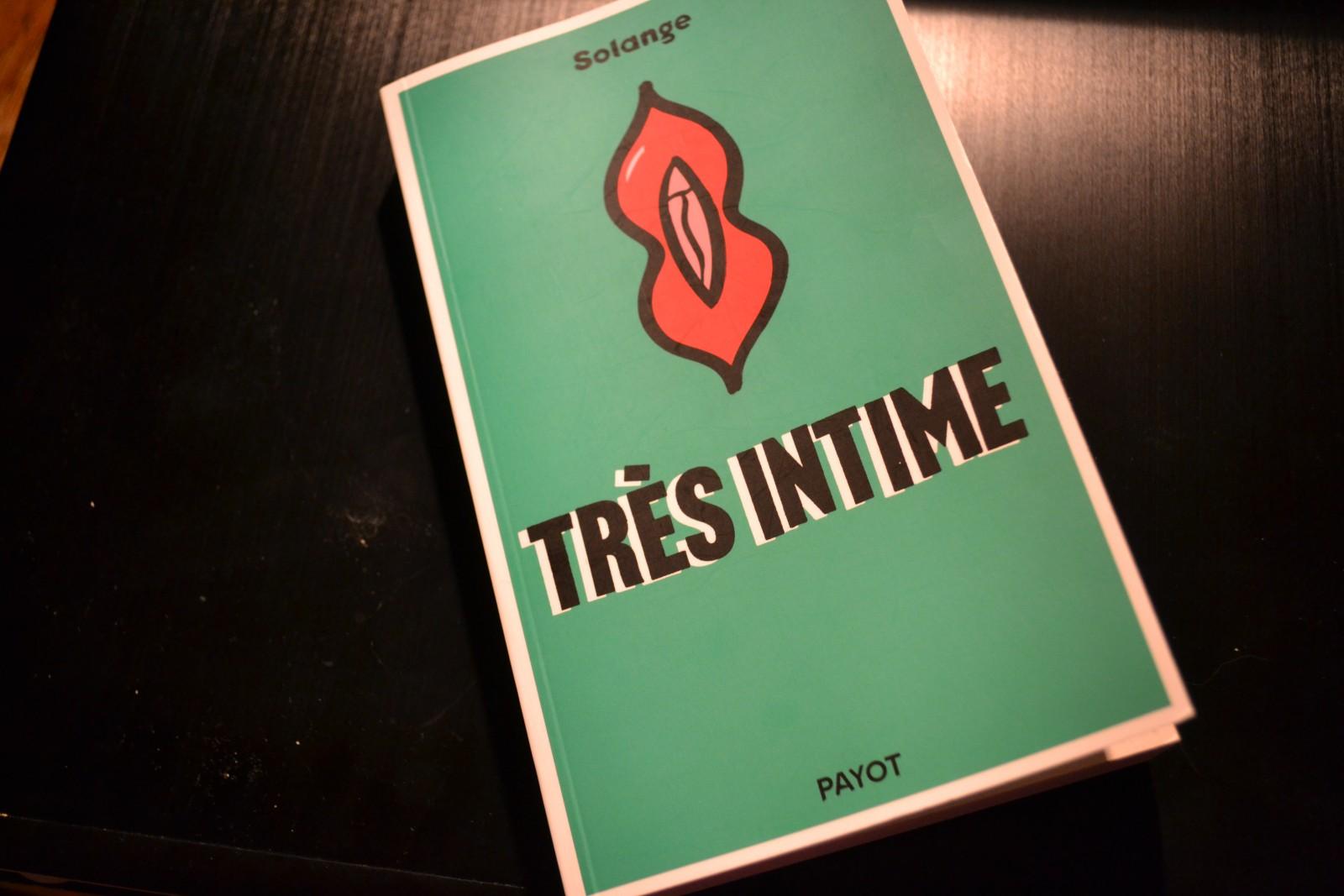 Très Intime est sorti au mois de février 2017, c'est le deuxième livre de Solange. ©MD