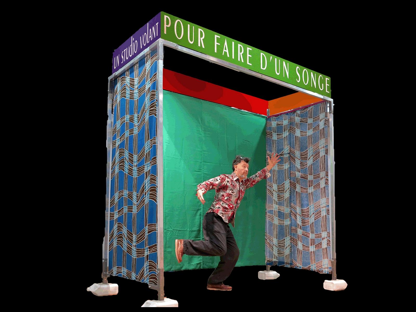 Guy-André Lagesse dans le Studio Volant. ©Les Pas Perdus