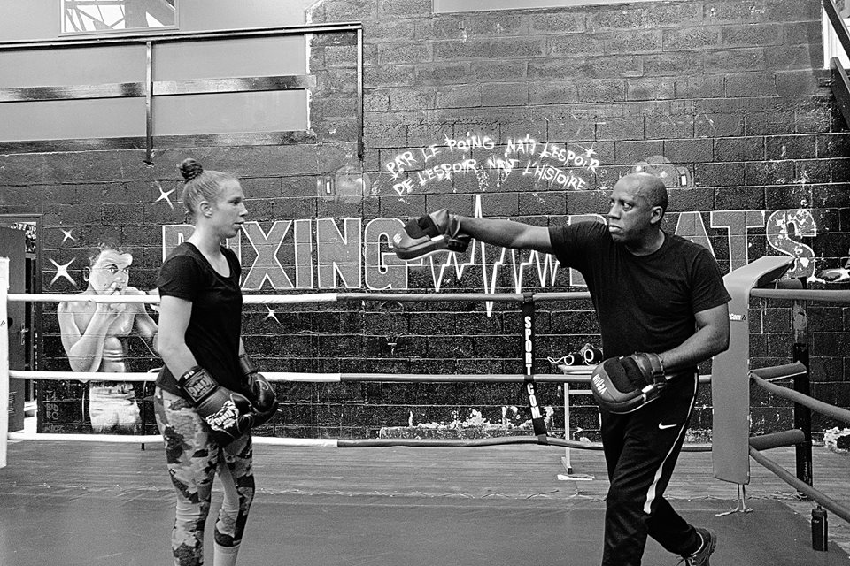 Sabrina Flamand, boxeuse professionnelle et son entraîneur Aude Dalanoe-Minos.  ©B'O Boxing.