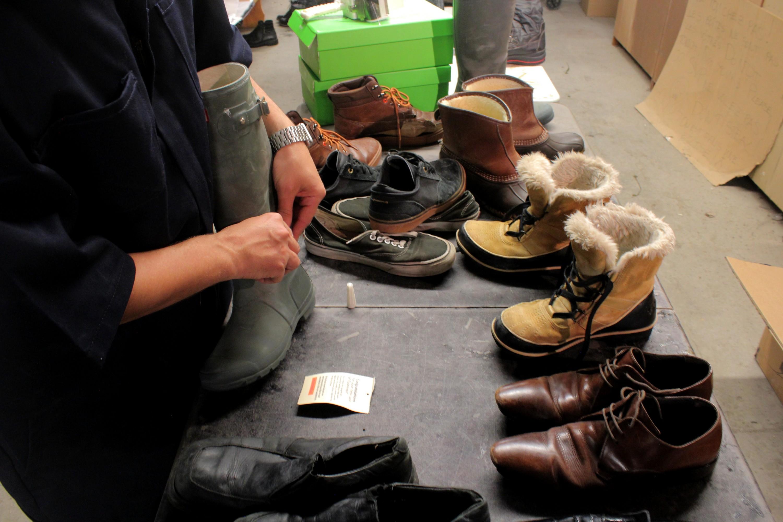 Selon Jean-Pierre Couturier, la semaine d'après Noël est la période où les gens se débarrassent le plus de leurs chaussures. ©AL